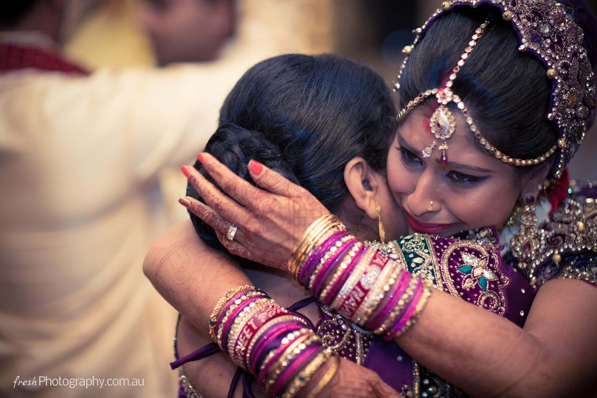 Emotional wedding photojournalism