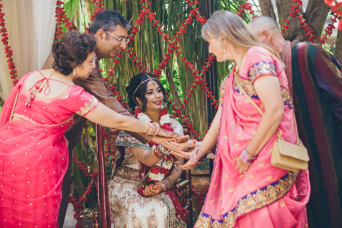 indian-hands-at-ceremony-weddings-1
