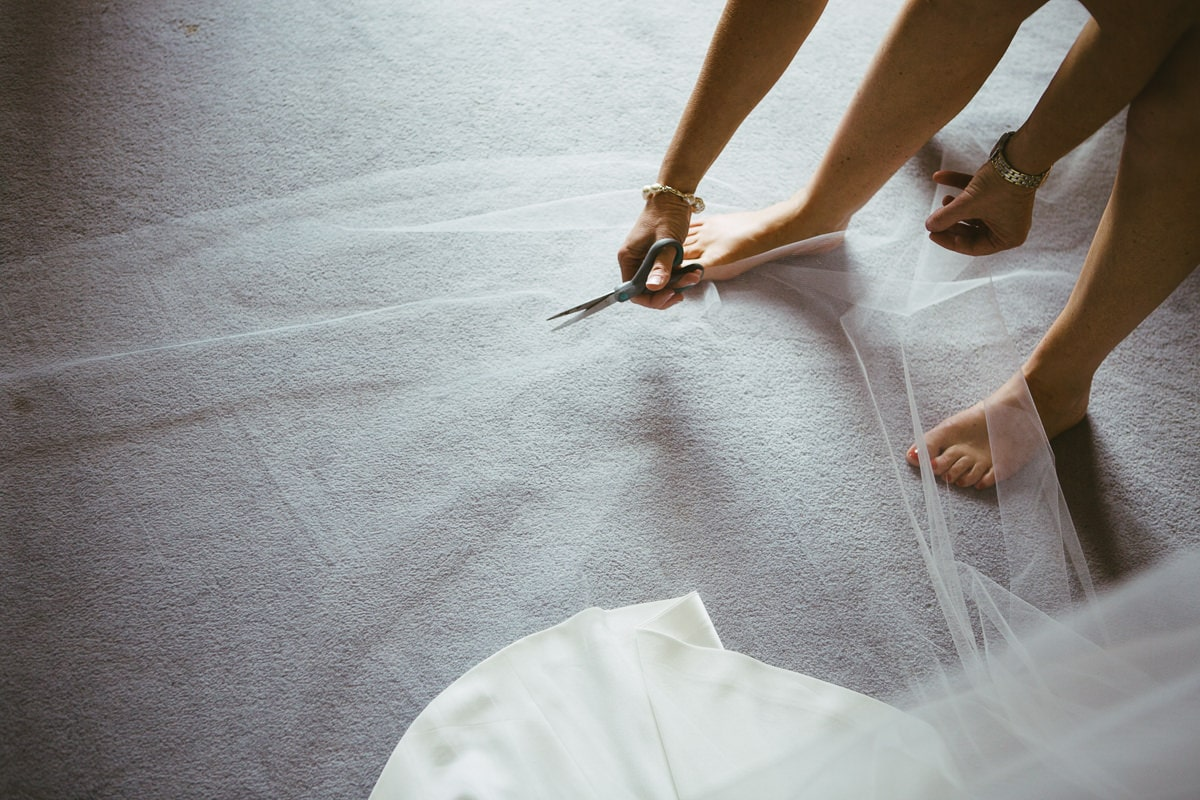 cutting the veil - last minute wedding alterations - last minute photography in Melbourne