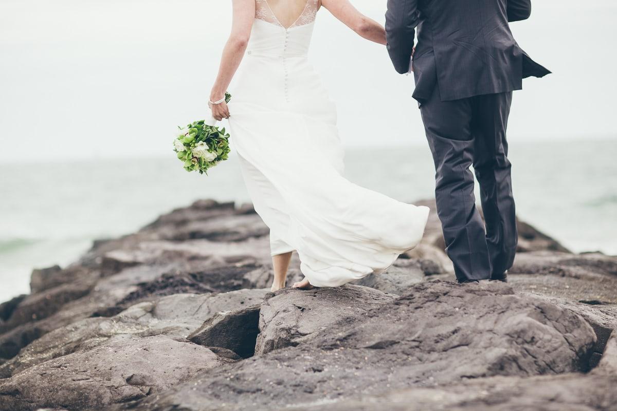 elwood beach photographer - couple in wind