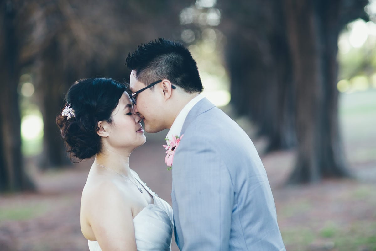 wedding couple kissing in melbourne park