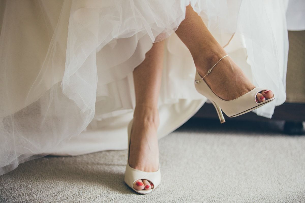 shoes legs - stunning bride