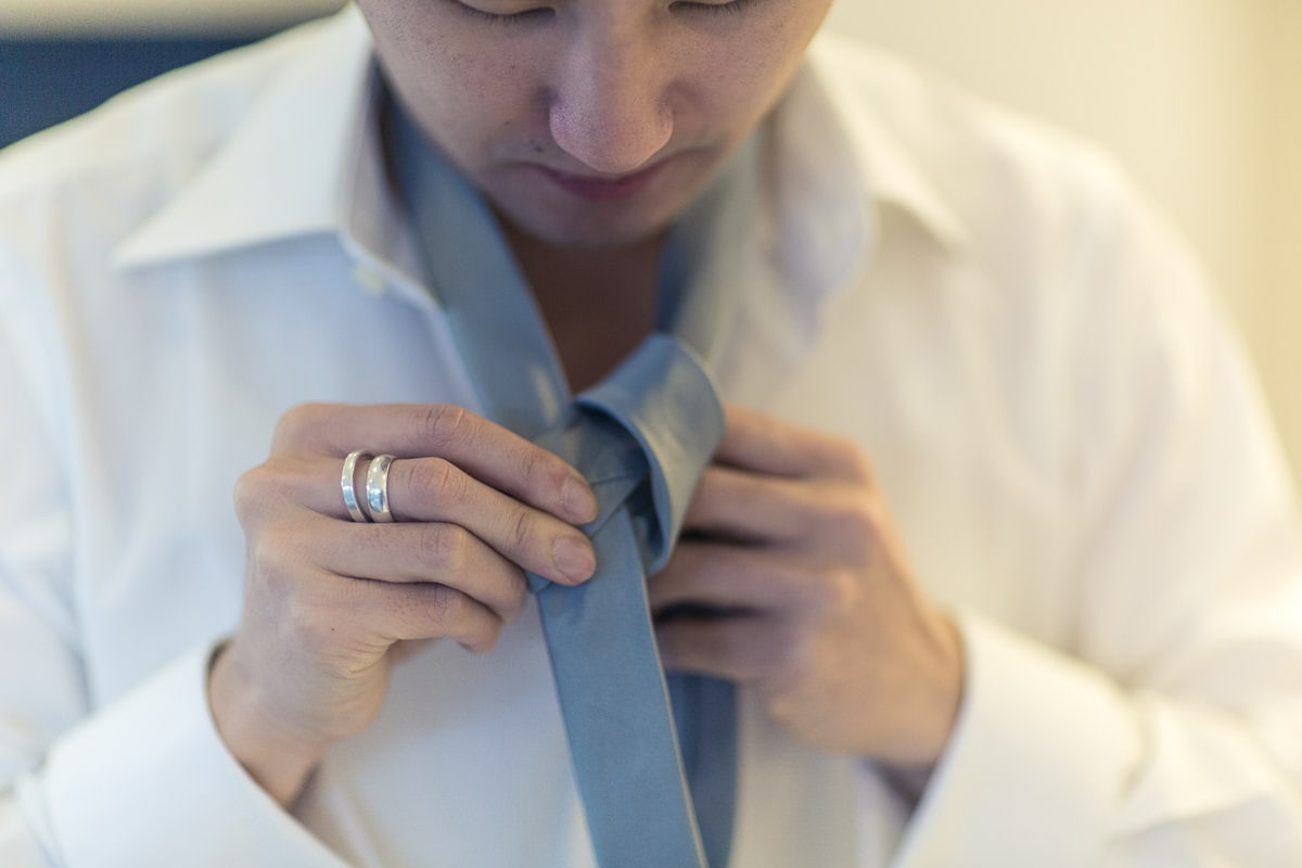 how to tie up your wedding tie at a wedding