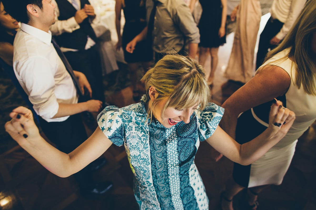 dance fun and more - relaxed wedding photography