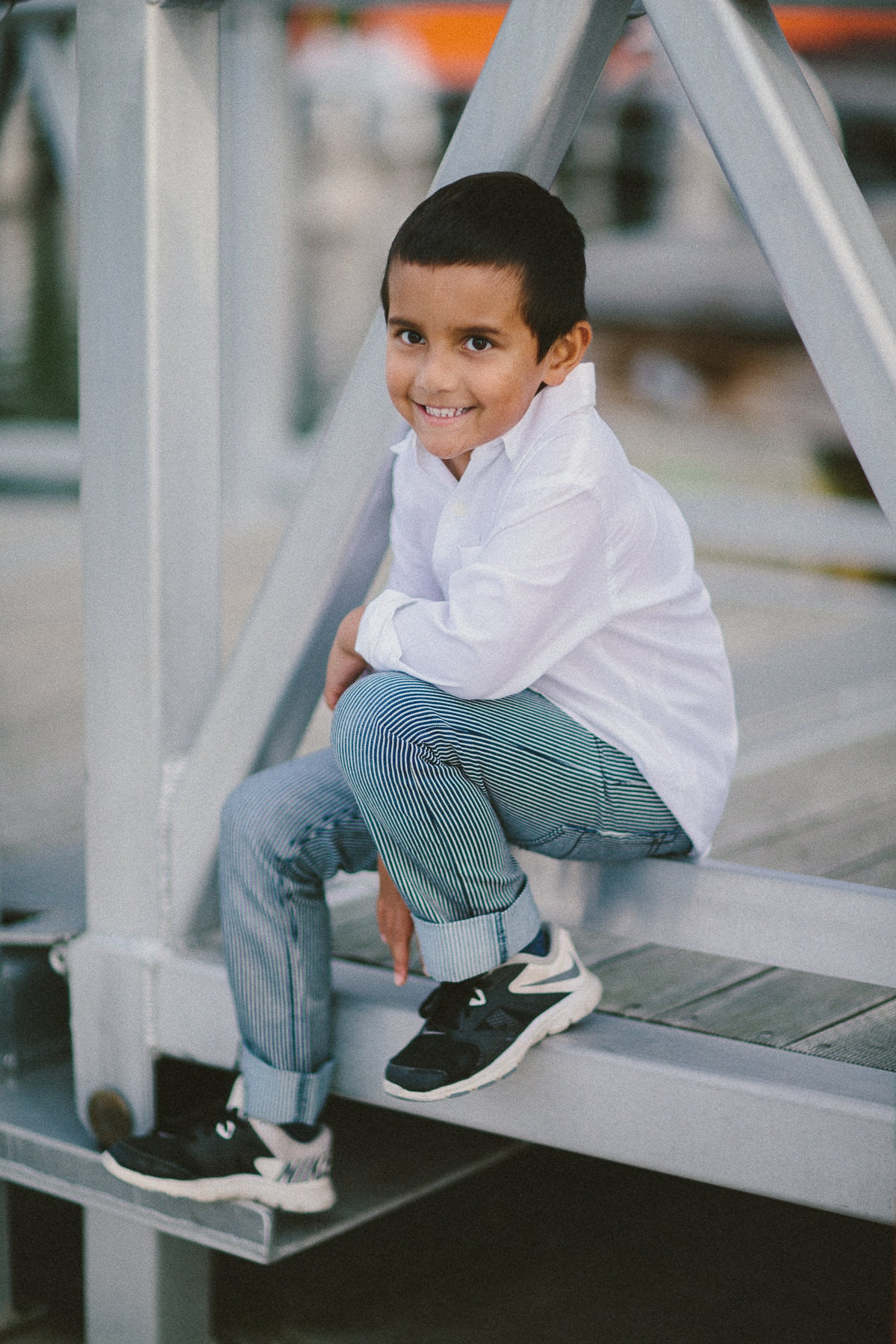 kids portraits in melbourne outdoor locations - city backdrop