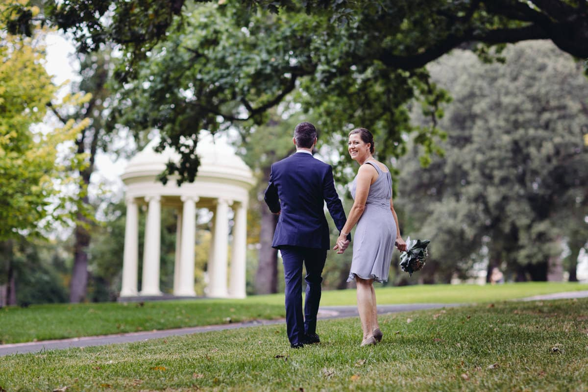 wedding photographer in fitzroy gardens melbourne