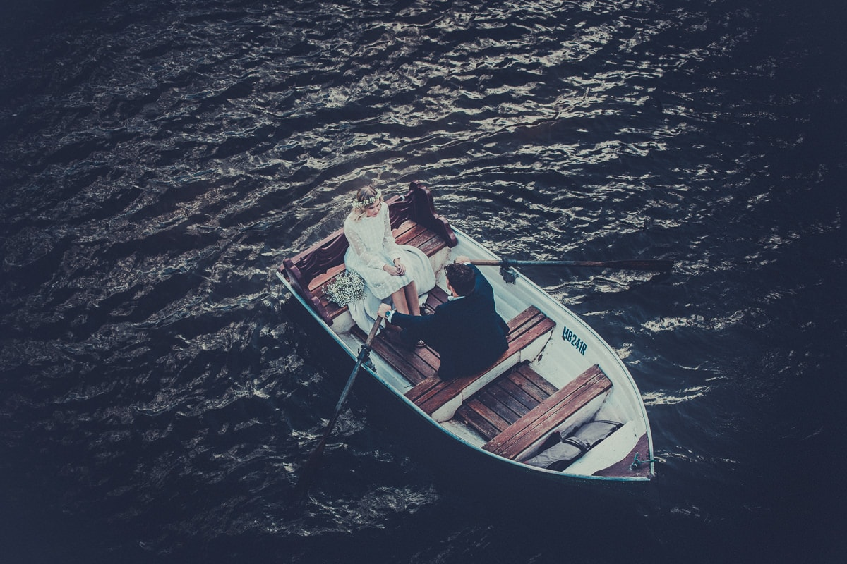 rowing a boat to your wedding - yarra river wedding photographer