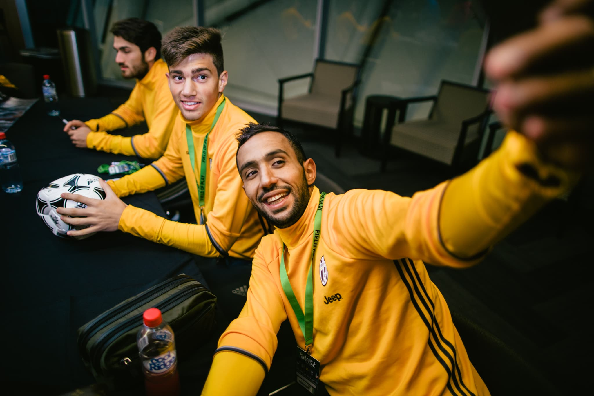 juventus players having fun with selfies